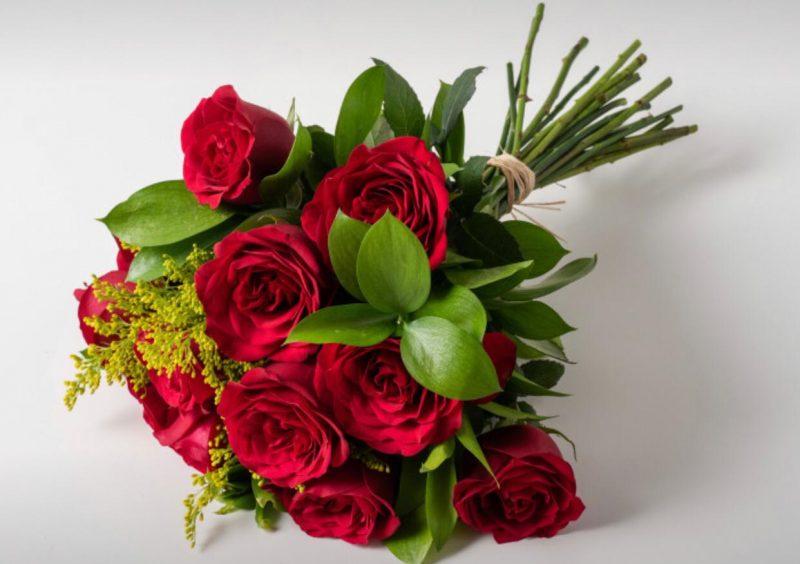Buquê Com 12 Rosas Vermelhas.