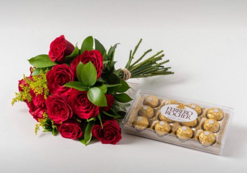 Buquê Com 12 Rosas Vermelhas e Chocolate