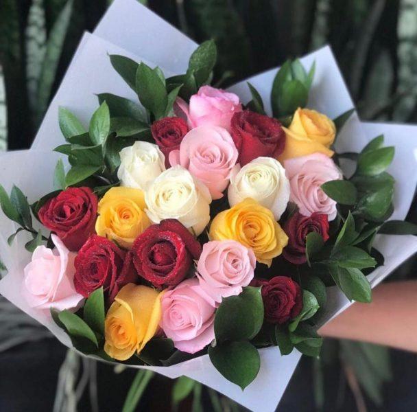 Buquê Com 20 Rosas Mistas