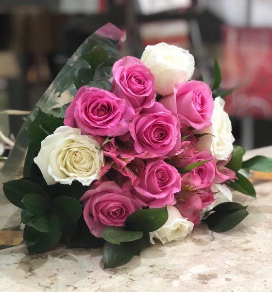 Buquê Com 6 Rosas Cor de Rosa e 6 Rosas Brancas