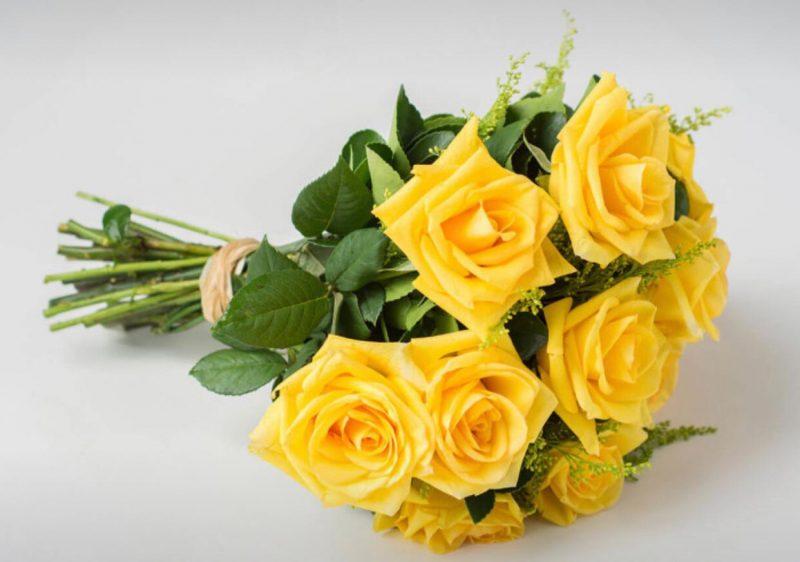 Buquê Com 12 Rosas Amarelas